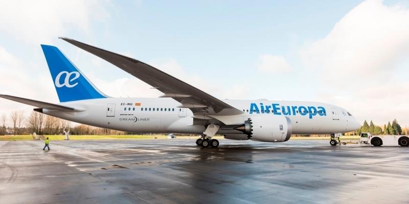 Il terzo boeing 787 dreamliner di air europa entra for Interior 787 air europa